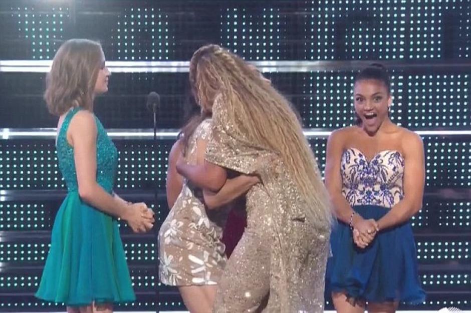 Beyonce fue la ganadora de la categoría que las jóvenes presentaron. (Foto: www.dailymail.co.uk)