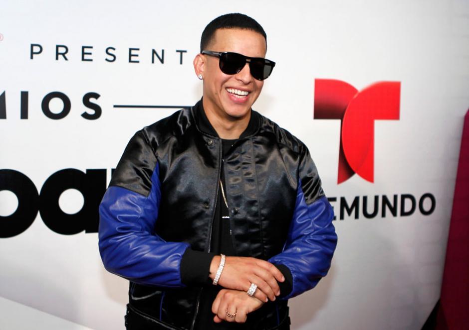 Daddy Yankee recibió el galardón a líder de la industria. (Foto: reggaetoncolombia.net)