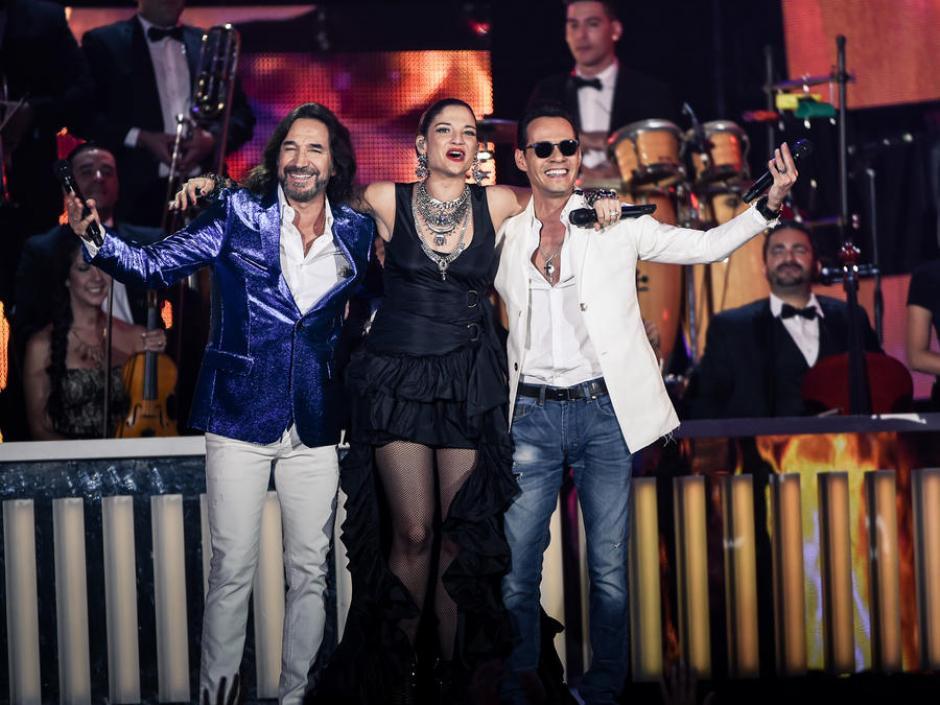 Natalia Jiménez, Marco Antonio Solis y Marc Anthony cantaron los éxitos de El Buki. (Foto: telemundo.com)