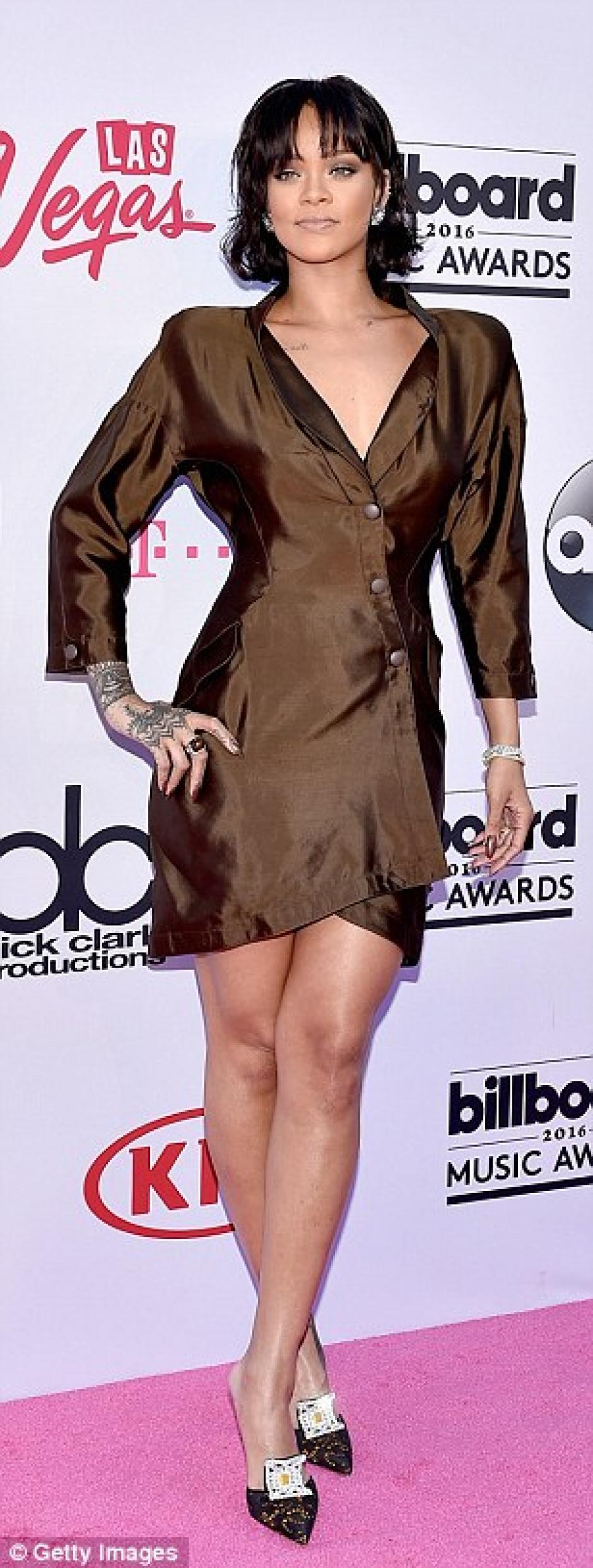 A muchos no les gustó este vestido ochentero de Rihanna en la alfombra. (Foto: Getty Images)