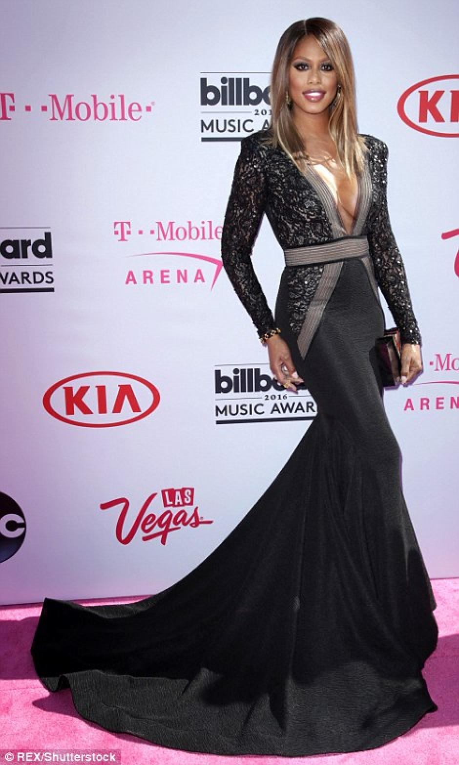 La artista transgénero Laverne Cox eligió un sexy vestido negro. (Foto: Rex/Shutterstock)