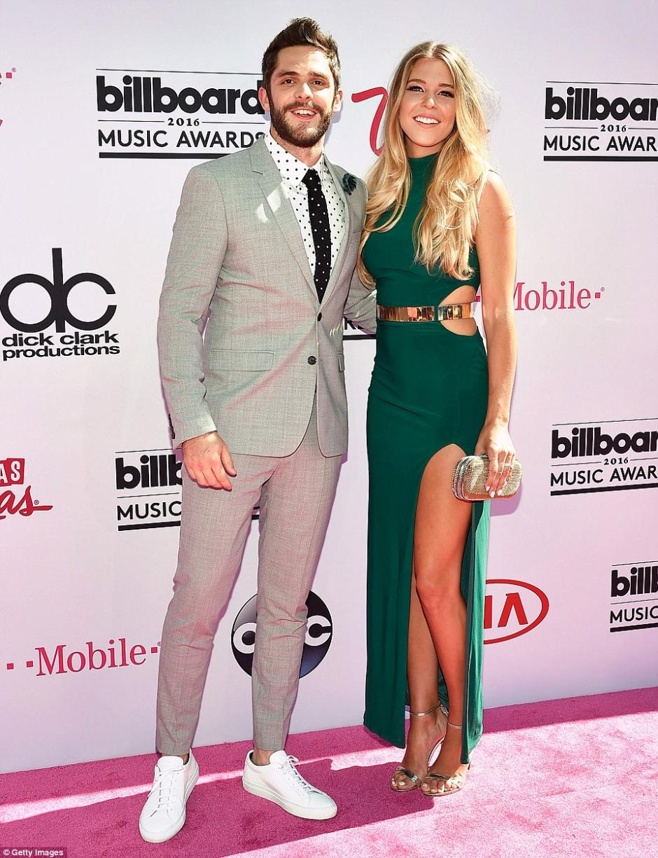 La esposa de Thomas Rhett, Lauren Gregory mostró sus piernas. (Foto: Getty Images)