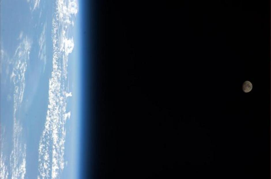 Desde la Estación Espacial Internacional la luna aparece sobre el territorio de México, afirma Mastracchio. (Foto: Rick Mastracchio/Twitter)