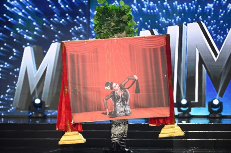 Birmania recordó el teatro tradicional de marionetas en su presentación. (Foto: AFP)