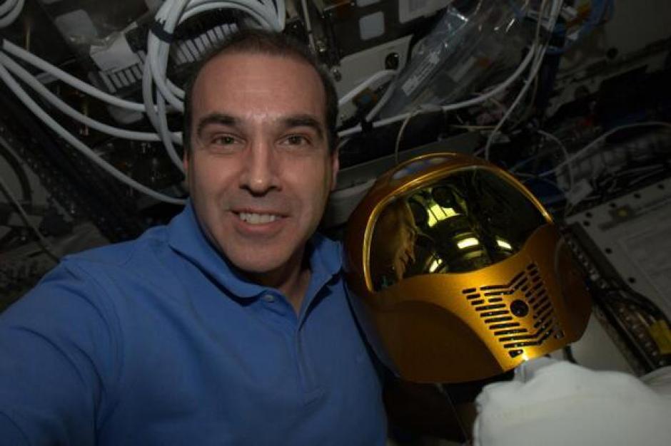 Él es Rick Mastracchio, el astronauta estadounidense que está a bordo de la Estación Espacial Internacional. (Foto: Rick Mastracchio/Twitter)