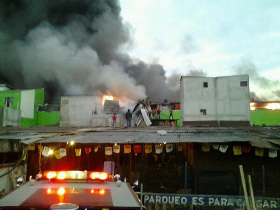 El incendio en la terminal inicio a eso de la una de la madrugada de este martes. (Foto:bomberos Voluntarios)