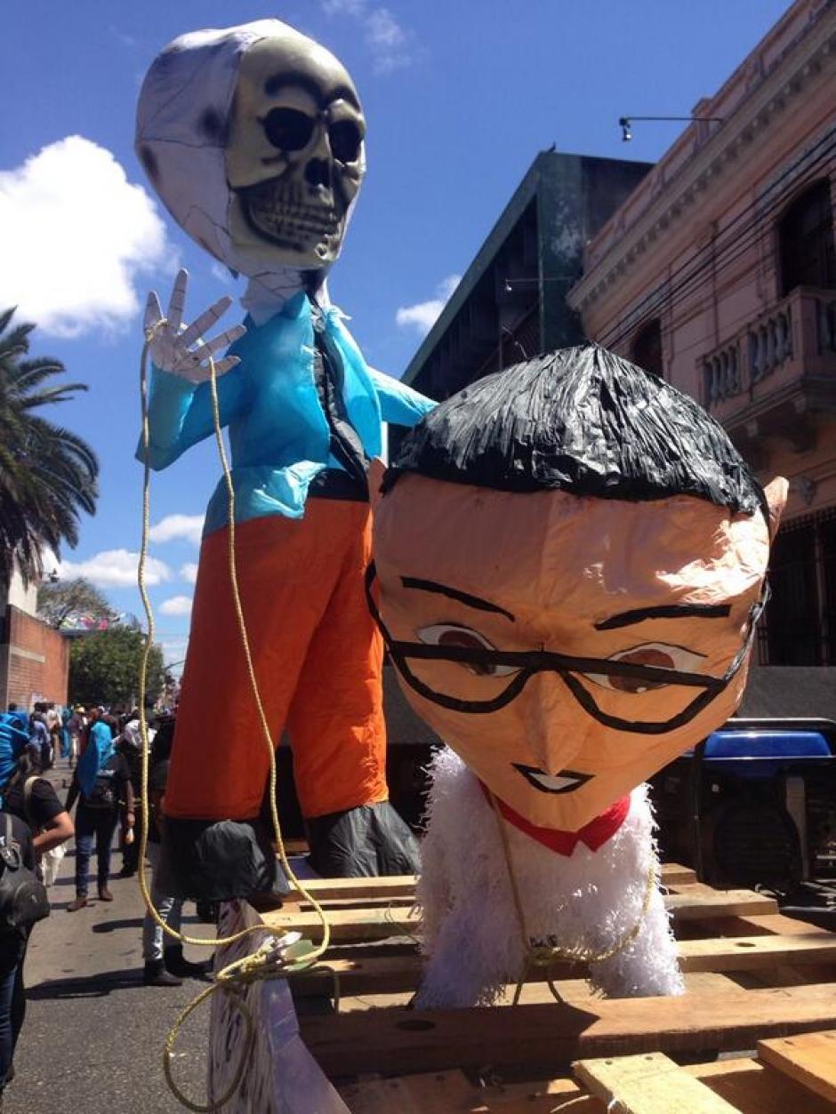 """Las figuras son elaboradas en todo tipo de materiales, y como se observa, éstas son tipo """"piñata"""". (Foto: Jesús Alfonso/Soy502)"""