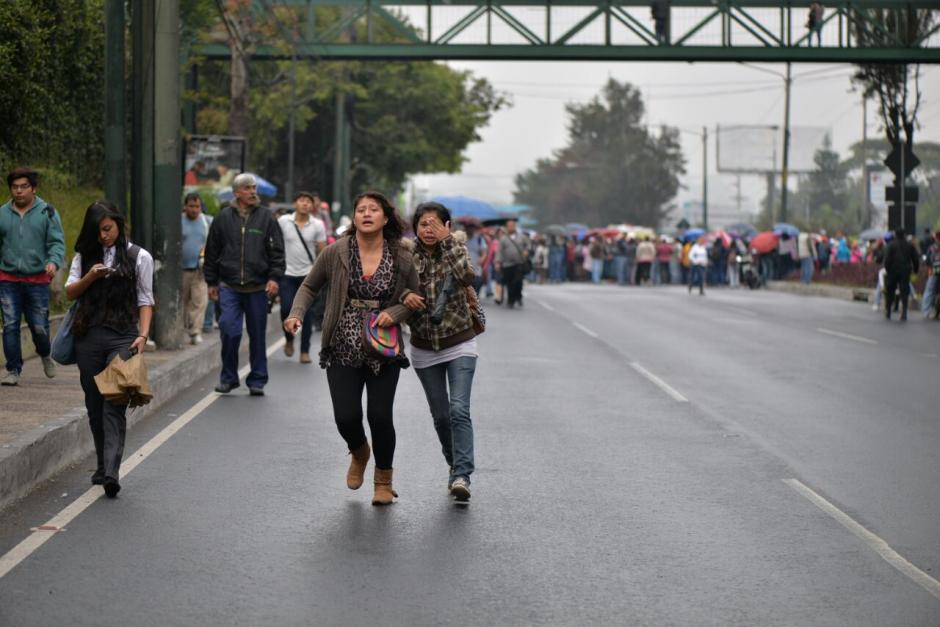 Los usuarios de esa ruta tuvieron que caminar para llegar a sus destinos. (Foto: Wilder López/Soy502)