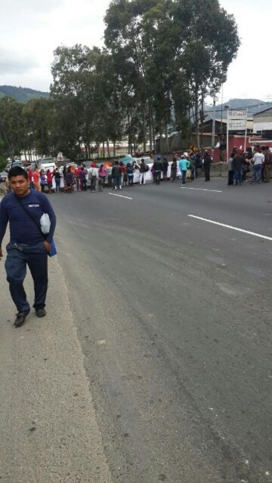 El bloqueo provoca complicaciones de tránsito en el sector. (Foto: @DTransitoPNC)