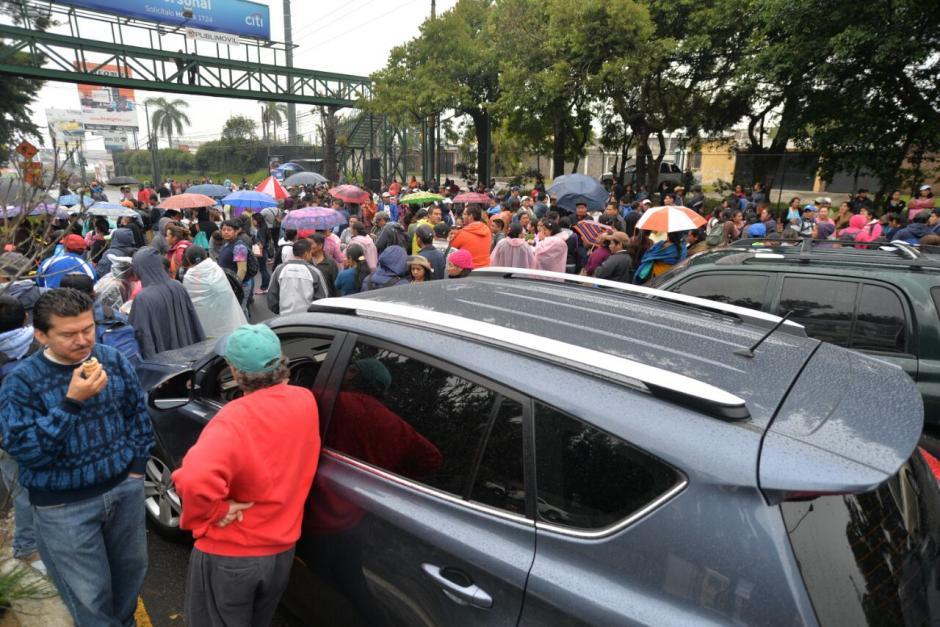 Otros puntos del país también permanecen bloqueados por maestros y salubristas. (Foto: Wilder López/Soy502)