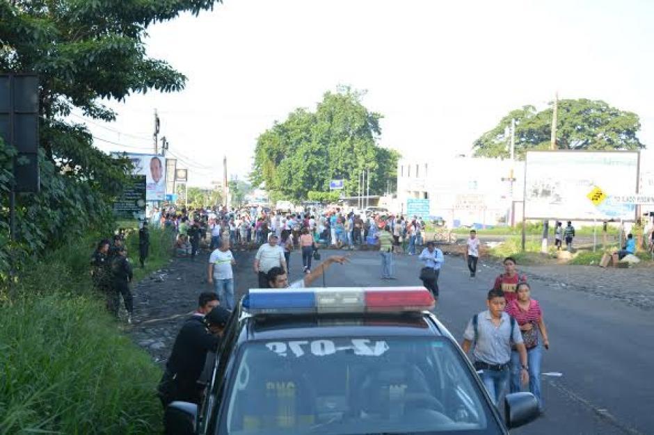 En Suchitepéquez también se reportan bloqueos en el primer día de protesta Nacional contra Otto Pérez Molina. (Foto: Jorge García/Nuestro Diario)