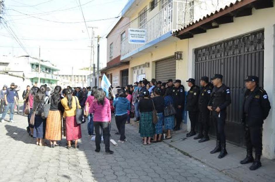 En Quetzaltenango se registran varias protestas por la renuncia del presidente Otto Pérez Molina. (Foto: Jorge García/Nuestro Diaro)