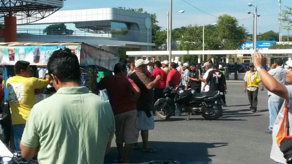 También se realiza una protesta en la Empresa Portuaria Quetzal por el mismo tema. (Foto: Twitter@Niniochacho)
