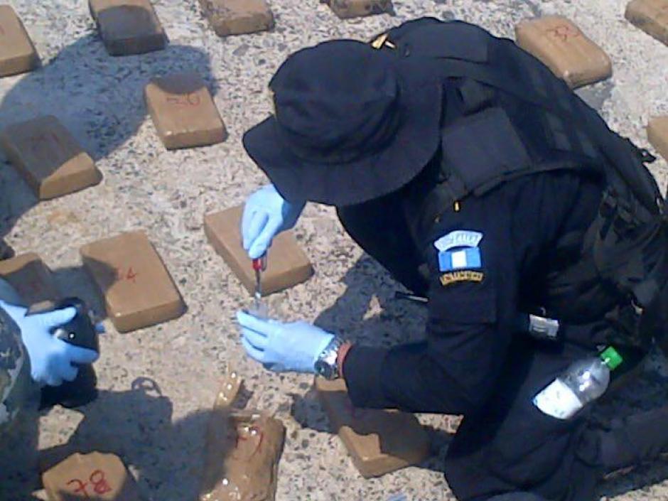 La droga fue encontrada a un costado de la Base Naval del Pacífico. (Foto: Ministerio de Gobernación)
