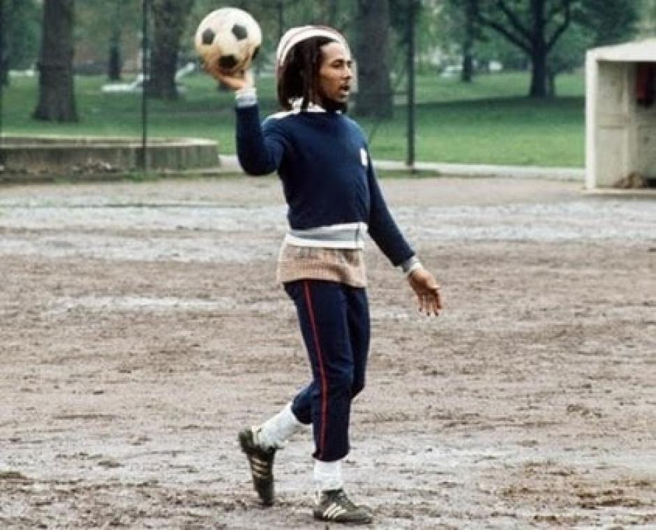 Además de la música, el fútbol era la otra pasión de Bob Marley. (Foto: ligabbva.com)