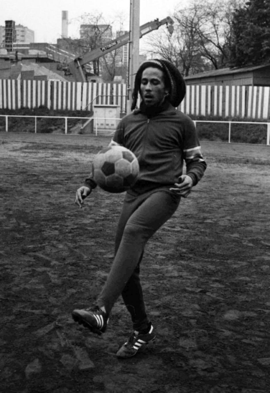 Marley solía tener un juego de fútbol callejero por la tarde. (Foto: whoateallthepies.tv)