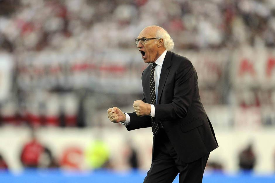 Carlos Bianchi vivió al máximo cada minuto del clásico desde el banquillo de Boca Juniors.