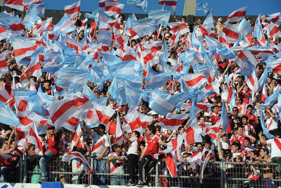Unos 50 mil seguidores de River Plate se hicieron presentes en el estadio Monumental.