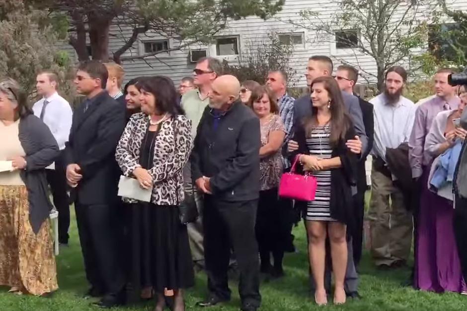 Los invitados a la boda.(Foto: YouTube)