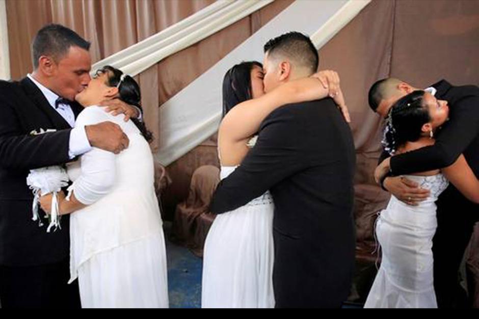 17 privados de libertad, que pese a estar tras las rejas decidieron unir sus vidas en matrimonio con sus novias. (Foto: Archivo)