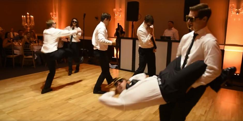 Los padrinos bailaron a la perfección. (Captura de pantalla: MirandaMarrsPhotography/Facebook)