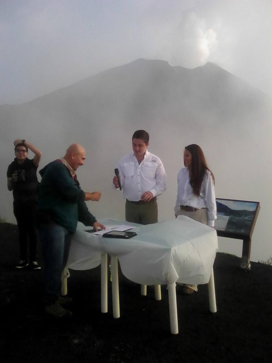 Una pareja celebró su boda en el Parque Nacional Volcán de Pacaya y Laguna Calderas en noviembre recién pasado. (Foto: Facebook/ PN Volcán Pacaya)