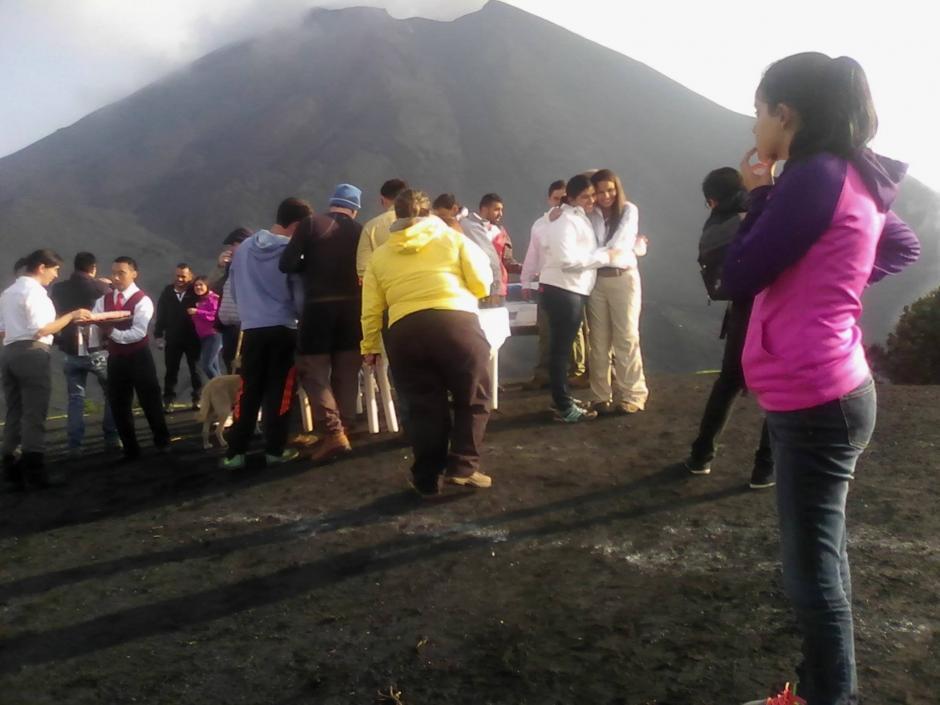 Un grupo de invitados compartió el festejo de una boda en el Parque Nacional Volcán de Pacaya y Laguna Calderas. (Foto: Facebook/ PN Volcán Pacaya)
