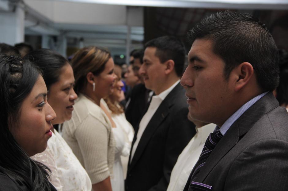 56 parejas contrajeron matrimonio civil entre emotivos momentos. (Foto: Javier Lainfiesta/ Soy502)