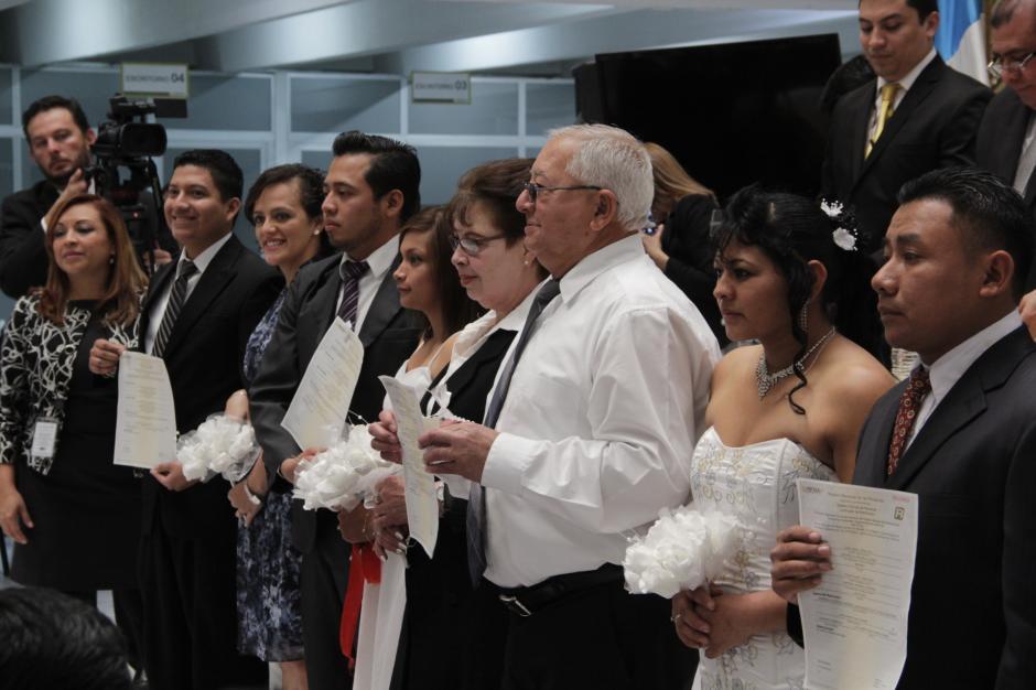Las parejas de novios eran de todas las edades. (Foto: Javier Lainfiesta/ Soy502)