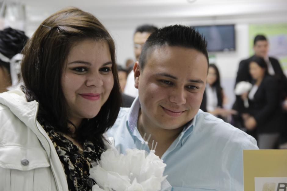 Dos firmas privadas de notariado donaron todo el trabajo necesario para inscribir legalmente a todas las parejas. (Foto: Javier Lainfiesta/ Soy502)