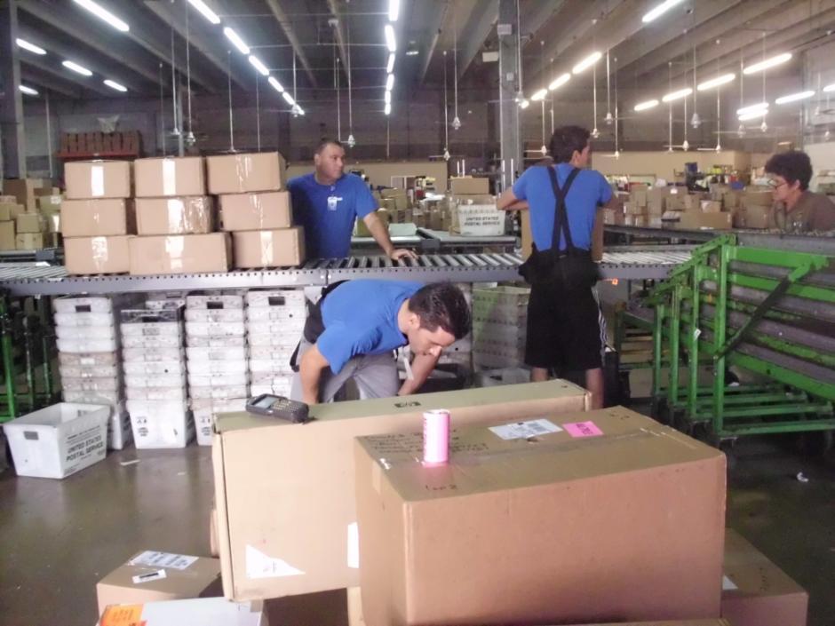 Los paquetes son embalados en las bodegas de Miami, por la empresa TransExpress, antes de ser enviados a Guatemala. (Foto: Cortesía TransExpress)