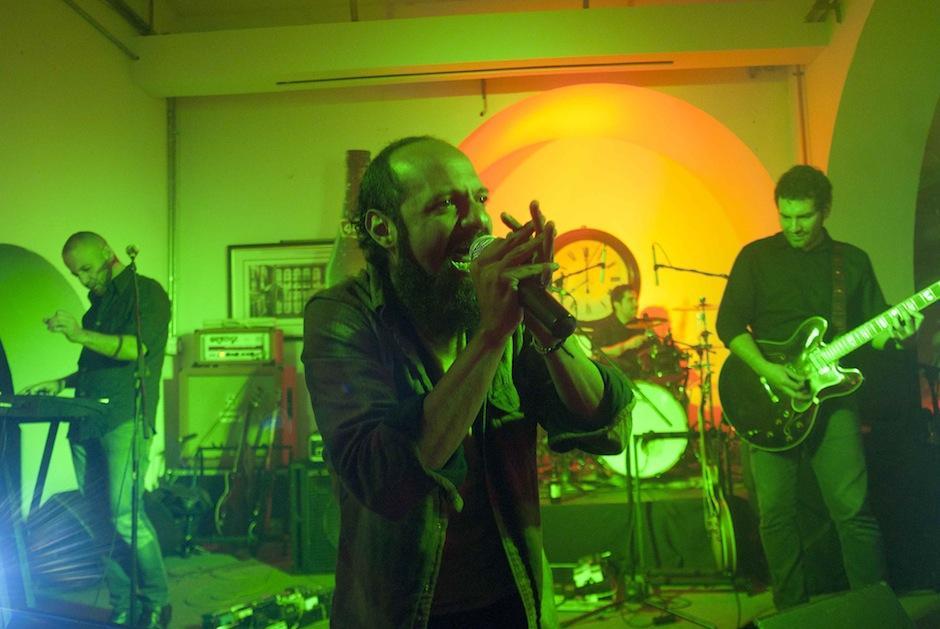 Luego de presentar el material la agrupación brindó un pequeño concierto ante los medios de comunicación. (Foto: Jesús Alfonso/Soy502)