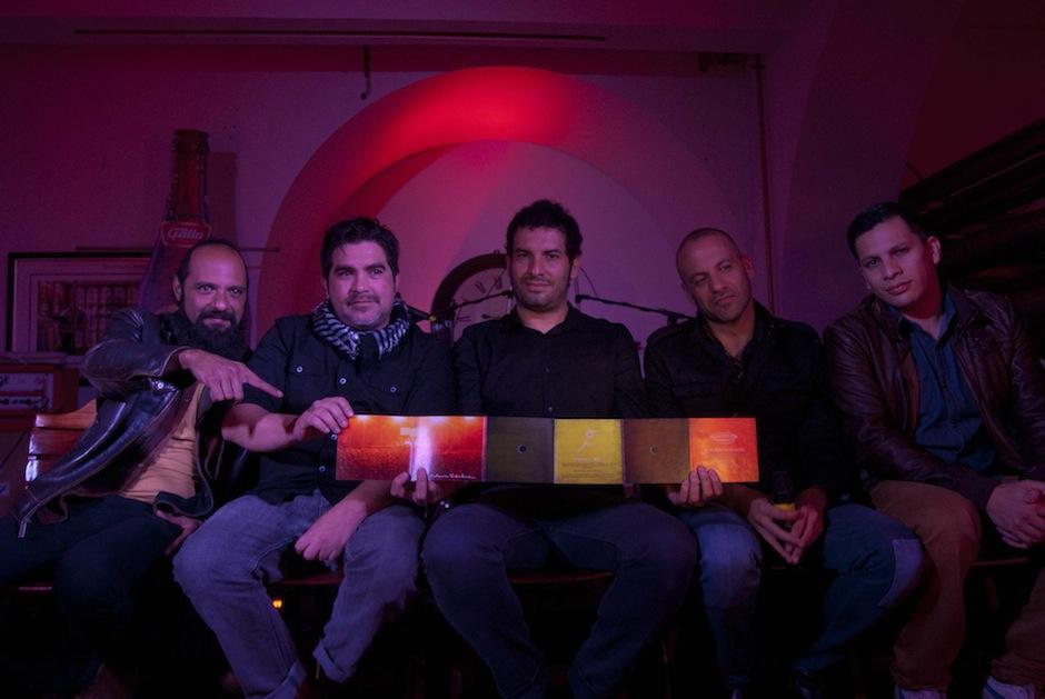 Giovanni Pinzón (vocalista), Pepe Mollinedo (batería), Juan Carlos Barrios (Guitarra), Álvaro Rodríguez (Guitarra y teclados) yJosué García (bajo) presentan esta colección cuya edición es limitada. (Foto: Jesús Alfonso/Soy 502)