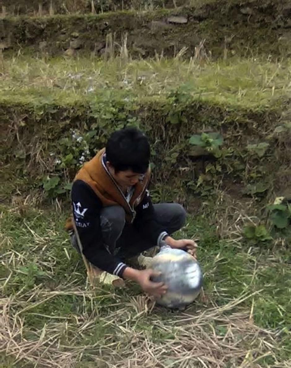 Los pobladores encontraron las esferas que provocaron polémica, confusión y temor. (Footo: Thanhniem)