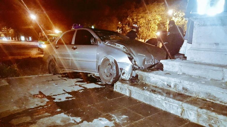 El conductor resultó herido en el percance. (Foto: @jvelasquez340/Twitter)