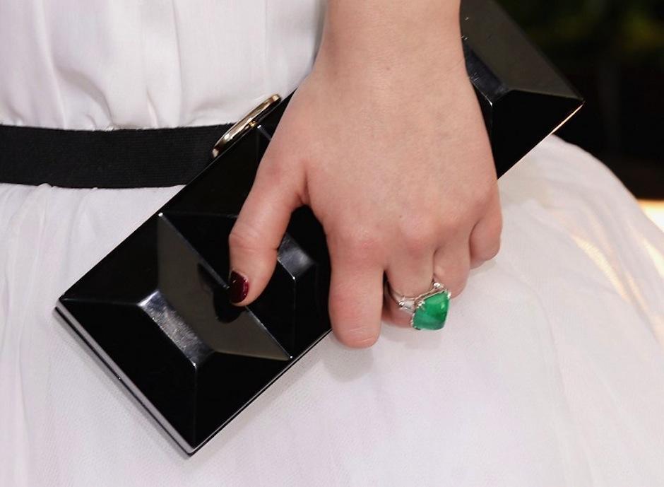 Este es el bolso que llevó a la gala Jennifer Laurence, una buena apuesta aunque no podemos decir lo mismo de su vestido. (Foto: AFP)