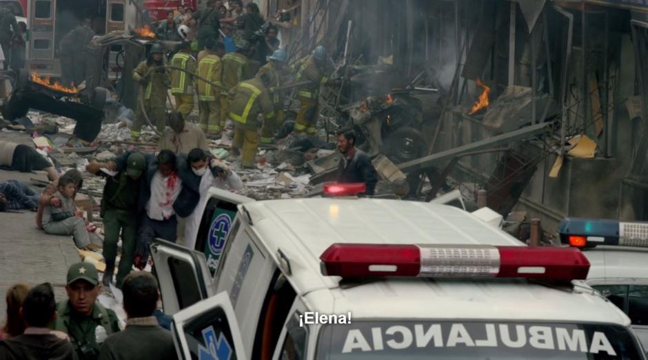 las fechas de la explosión de un coche bomba en un centro comercial no coinciden. (Foto: Netflix)