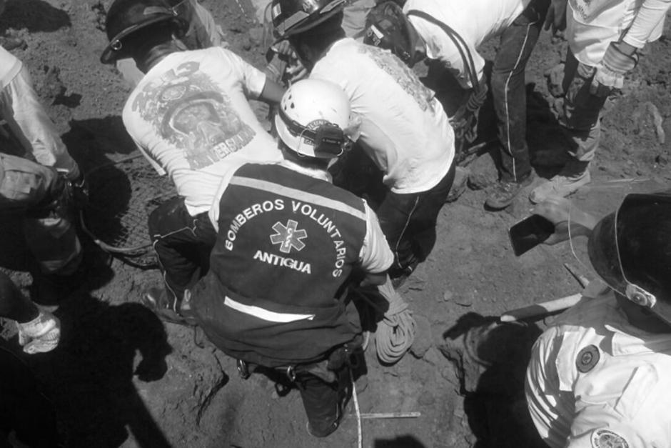 Los albañiles se encontraban trabajando en la construcción de un sótano de un edificio que construyen en el área. (Foto: Twitter, @CRGuatemalteca)