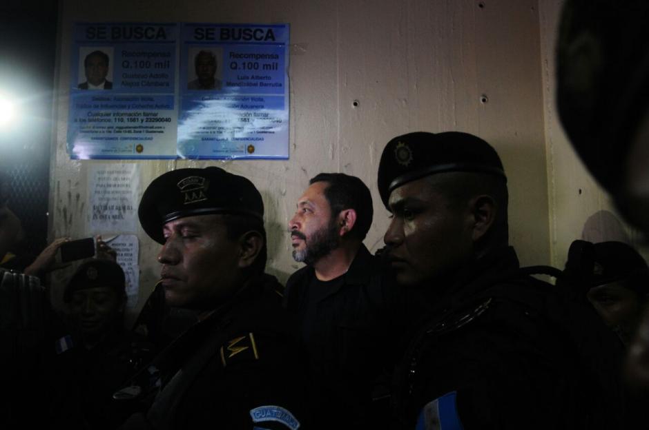 La Fuerzas Especiales de la PNC trasladaron a su exjefe a Tribunales. (Foto: Alejandro Balan/Soy502)