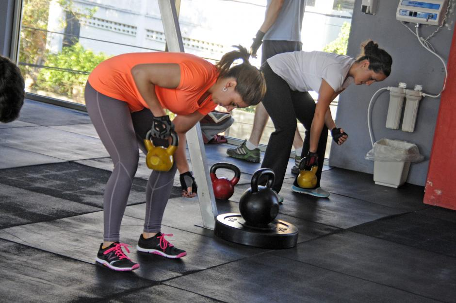 En Boom se realiza trabajo aeróbico y anaeróbico al mismo tiempo, es decir; pesas y cardio a la vez. (Foto: Esteban Biba/Soy502)