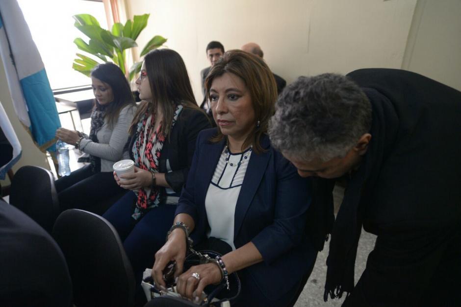 La exregistradora Anabella De León llegó a Tribunales a buscar su libertad. (Foto: Wilder López/Soy502)