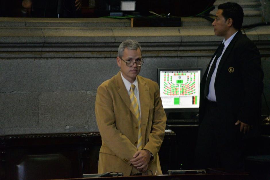 Luego de varias semanas de ausencia Christian Boussinot llegó al Congreso. (Foto: Wilder López/Soy502)