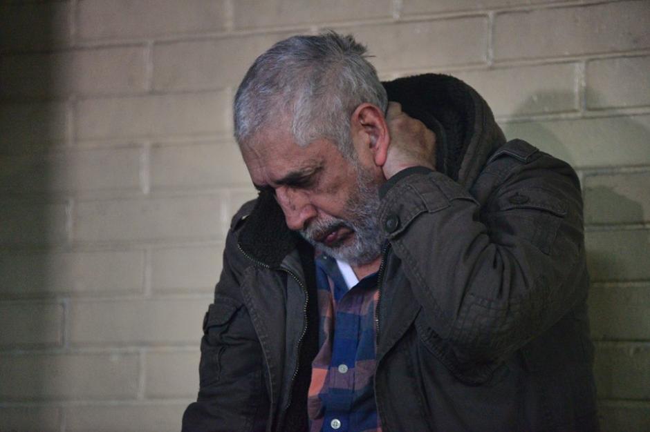 Brayan Jiménez permanece en la carceleta de Tribunales sin querer hablar con los medios de comunicación. (Foto: Wilder López/Soy502)