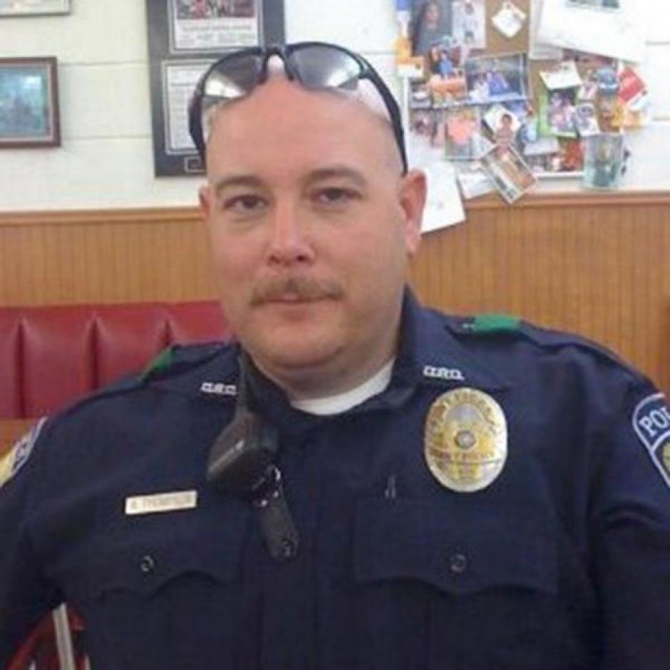 El agente Brent Thompson murió en la matanza en Dallas, trabajó desde noviembre de 2009 en el sistema de transporte DART. (Foto: www.infobae.com)