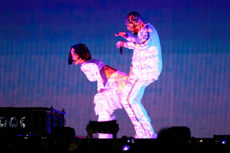 Rihanna hizo una coreografía de infarto con la canción Work. (Foto: AFP)
