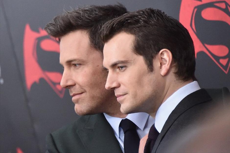 Los protagonistas, Ben Affleck y Henry Cavill. (Foto: AFP)