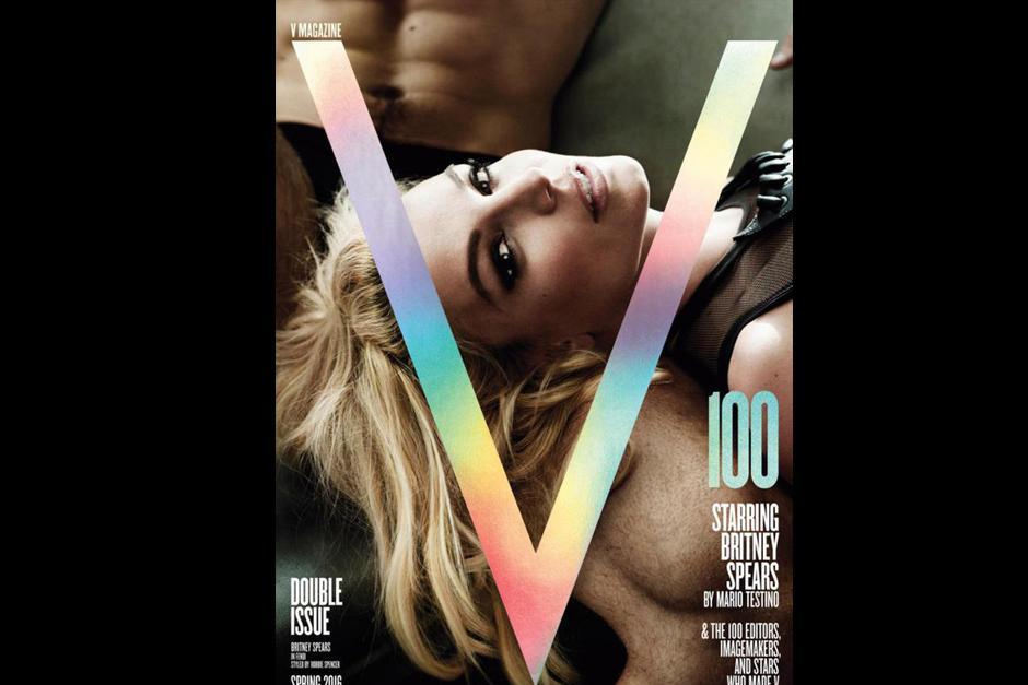 Mario Testino fue elegido para fotografiar a Britney Spears en la tapa de la edición número 100 de V Magazine. (Foto: V Magazine)