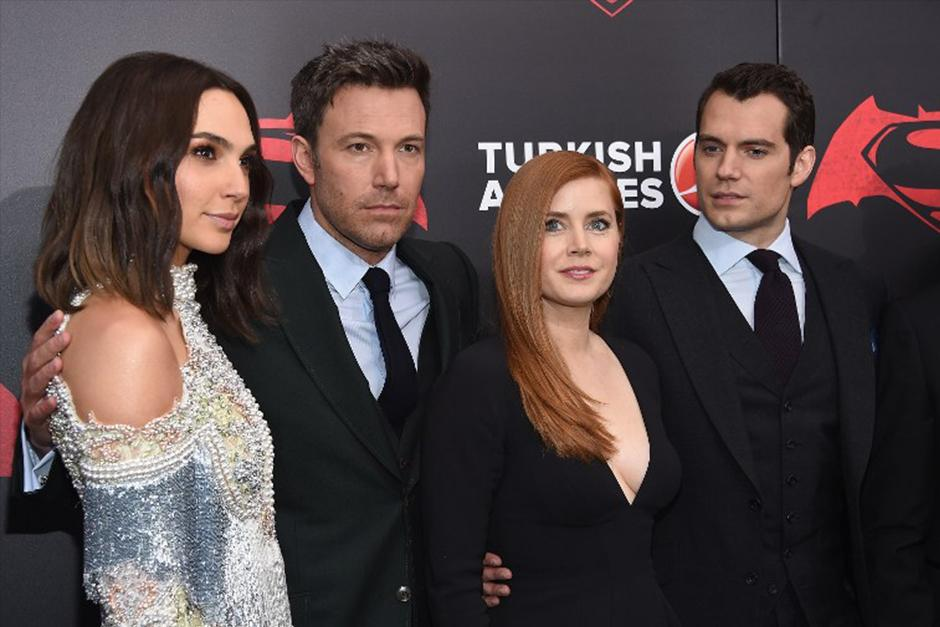 Gal Gadot, Ben Affleck, Amy Adams y Henry Cavill en premiere de Batman Vs Superman. (Foto: AFP)