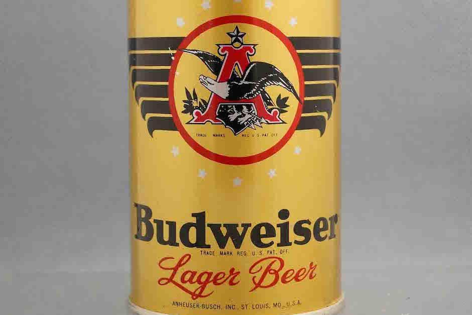 Los propietarios de la marca insisten desde entonces en que es y seguirá siendo un producto puramente americano. (Foto: artsbeercans.com)