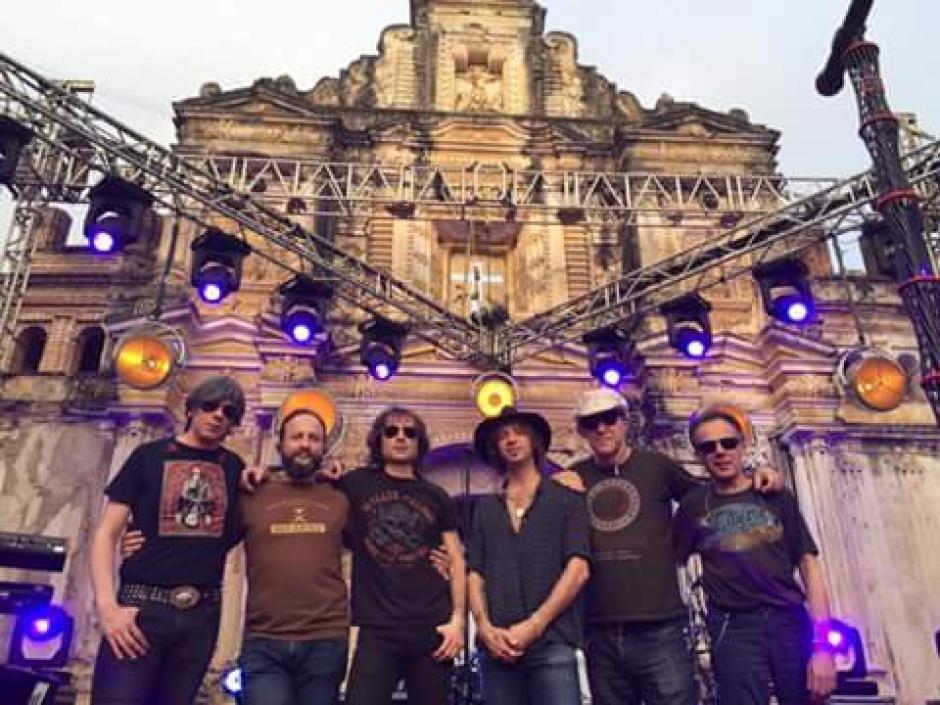 """Enrique Bunbury presentó su """"Mutaciones Tour"""" en la Ermita de la Santa Cruz. (Foto: Facebook/Enrique Bunbury)"""